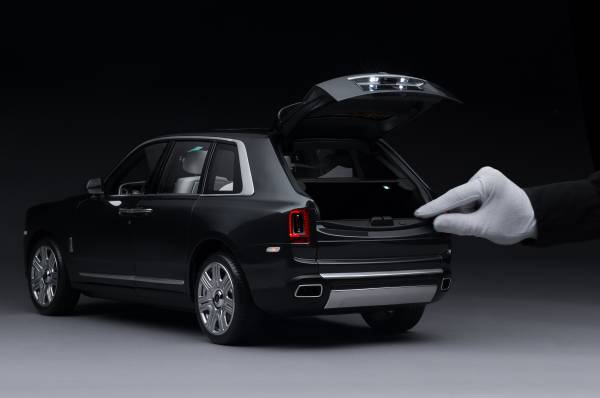 Unmatched workmanship; Rolls-Royce Cullinan 1:8 Model Car 2