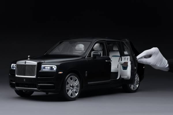 Unmatched workmanship; Rolls-Royce Cullinan 1:8 Model Car 3