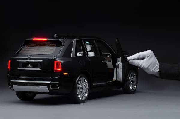 Rolls Royce Cullinan 18 Model Car Lights